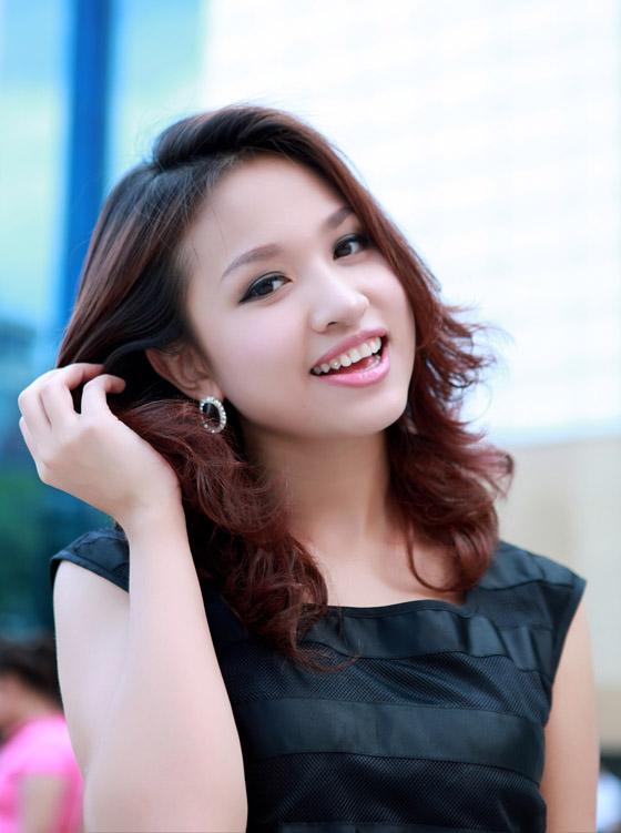 Tiểu sử MC diễn viên Vân Hugo